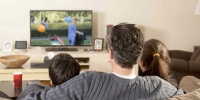 Family watching tv isolated 918x516 - NewsNN.Ru